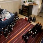 היין מפוזר על הרצפה